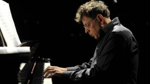 aw-Naqoyqatsi-screened-with-a-performance-by-Philip-Glass111-620x349